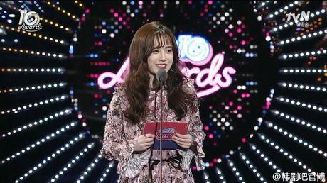 Ahn Jae Hyun 'tinh to' Goo Hye Sun ngay tai su kien: 'Ba xa a, anh yeu em nhieu lam' - Anh 1