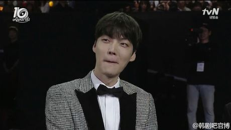Ahn Jae Hyun 'tinh to' Goo Hye Sun ngay tai su kien: 'Ba xa a, anh yeu em nhieu lam' - Anh 4