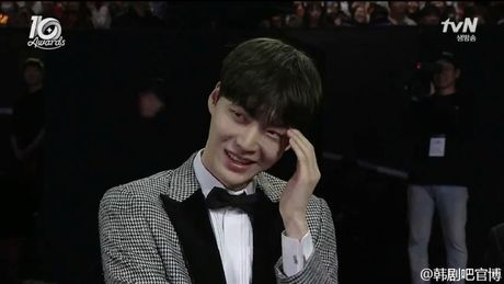 Ahn Jae Hyun 'tinh to' Goo Hye Sun ngay tai su kien: 'Ba xa a, anh yeu em nhieu lam' - Anh 5