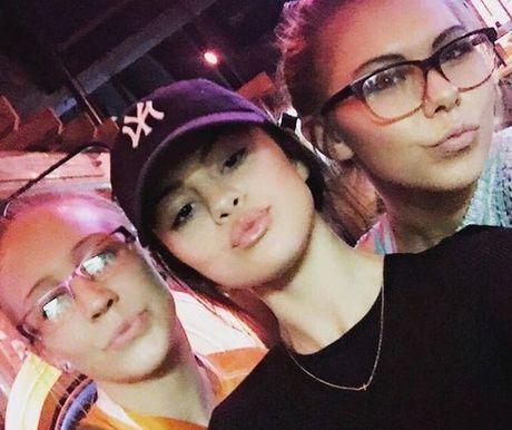 Selena Gomez lan dau xuat hien sau thoi gian dai tri benh - Anh 3