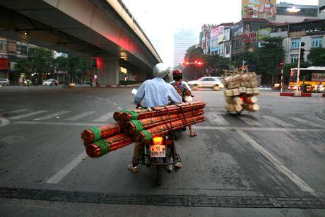 Xe cho hang cong kenh 'ne' luc luong chuc nang - Anh 5
