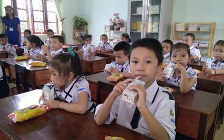 'Nguoi dan ba sua tuoi' Thai Huong va cuoc cach mang ve sua hoc duong - Anh 4