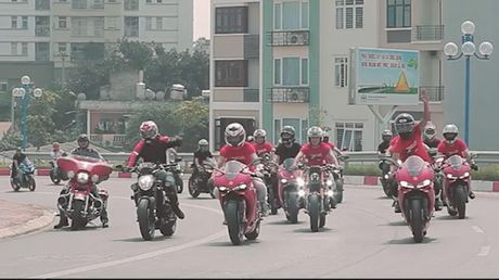 Dan xe phan khoi lon khuay dong Ha Noi ngay cuoi tuan - Anh 1