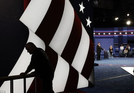 Chum anh ba Clinton, ong Trump truoc cuoc tranh luan lan 2 - Anh 3