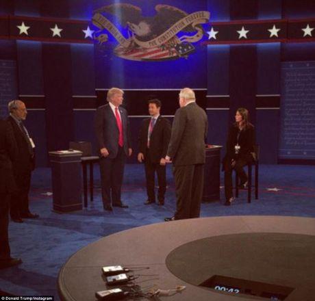 Chum anh ba Clinton, ong Trump truoc cuoc tranh luan lan 2 - Anh 9