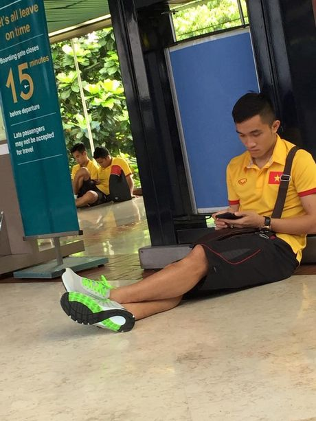 DT Viet Nam vat va o san bay cho tro ve nuoc - Anh 7