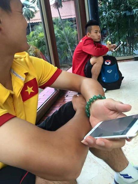 Sau chuyen du dau tai Indonesia: Thay tro Huu Thang 'ren' ngap Facebook - Anh 2