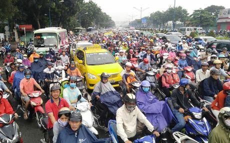 TP HCM: Lai ket xe trong mua dau tuan - Anh 1