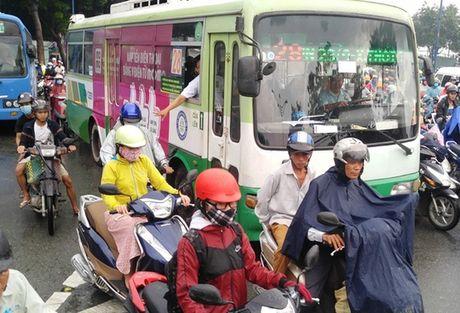 TP HCM: Lai ket xe trong mua dau tuan - Anh 7