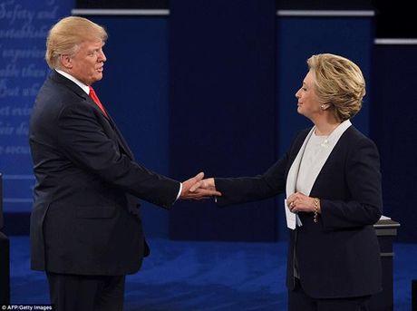 Diem dac biet bat ngo trong cuoc tranh luan truc tiep sang nay giua Hillary va Donald Trump - Anh 2