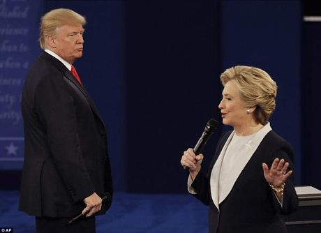 Diem dac biet bat ngo trong cuoc tranh luan truc tiep sang nay giua Hillary va Donald Trump - Anh 6
