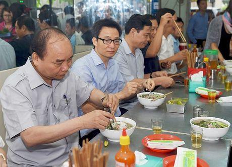 'Quan chuc hay hoc tap Thu tuong, sat canh cung nhan dan' - Anh 1
