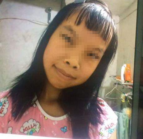 Vu be gai 12 tuoi di kham thai o Trung Quoc: Canh sat dua nguoi 'chong' ve don - Anh 1