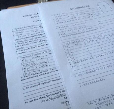Vu be gai 12 tuoi di kham thai o Trung Quoc: Canh sat dua nguoi 'chong' ve don - Anh 2