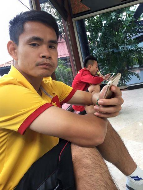 Thay tro HLV Huu Thang nhoc nhan tro ve nuoc - Anh 2