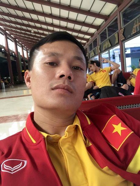 Thay tro HLV Huu Thang nhoc nhan tro ve nuoc - Anh 4