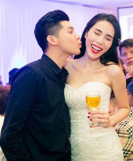 Hanh dong cua Noo Phuoc Thinh moi lan dung canh phu nu dep - Anh 4