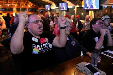 Anh an tuong trong cuoc tranh luan thu 2 cua Trump va Clinton - Anh 6