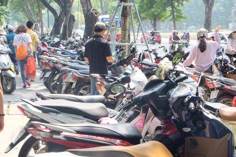 Hoi sach Ha Noi 2016, phi gui xe dat hon tien sach - Anh 2