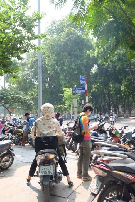 Hoi sach Ha Noi 2016, phi gui xe dat hon tien sach - Anh 4