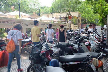 Hoi sach Ha Noi 2016, phi gui xe dat hon tien sach - Anh 5