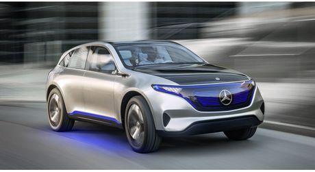 Khong cam tam nhin Elon Musk thau tom thi truong xe dien, Mercedes tung mau SUV chay dien chi 800 trieu canh tranh Tesla - Anh 1