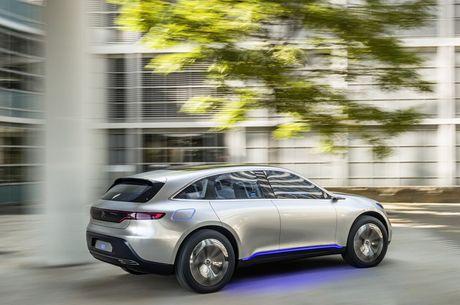 Khong cam tam nhin Elon Musk thau tom thi truong xe dien, Mercedes tung mau SUV chay dien chi 800 trieu canh tranh Tesla - Anh 3