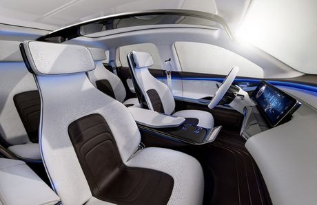 Khong cam tam nhin Elon Musk thau tom thi truong xe dien, Mercedes tung mau SUV chay dien chi 800 trieu canh tranh Tesla - Anh 5