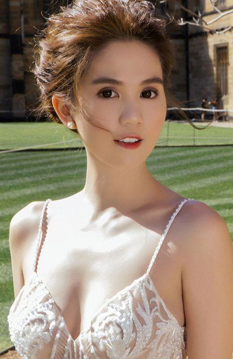 'Nu hoang noi y' Ngoc Trinh khoe vong 1 goi cam tai Australia - Anh 3
