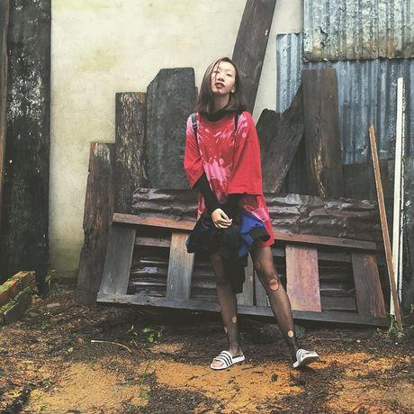 Dien do 'chat lu', Hoang Thuy noi bat o troi Tay - Anh 13