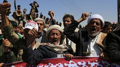Yemen: Chien dich khong kich phien quan Houthi co nguy co phai cham dut - Anh 1