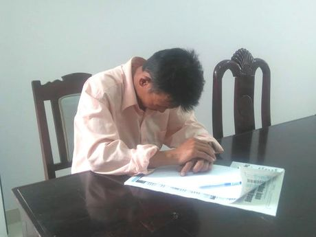 Loi khai cua nguoi chong dung dao cua co vo truoc mat con gai - Anh 1