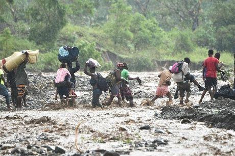 Hố chôn tập thể, dịch tả bùng phát sau siêu bão khiến 1.000 người chết ở Haiti