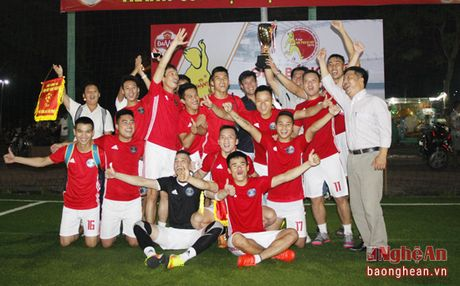 FC Thanh Co doat chuc vo dich giai bong da phong trao - Anh 3
