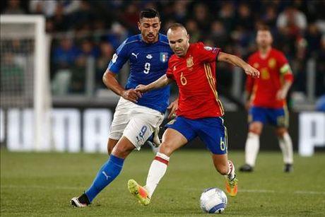 Macedonia 2-3 Italia: Khi Ventura khong chi nghi ve bong da - Anh 1