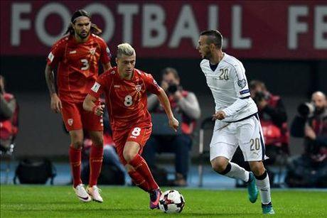 Macedonia 2-3 Italia: Khi Ventura khong chi nghi ve bong da - Anh 2