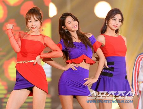 Su khac nhau ve thai do cua Tzuyu va Hani khi Seolhyun (AOA) gap su co - Anh 5
