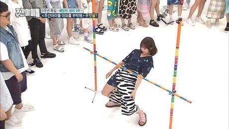 Su khac nhau ve thai do cua Tzuyu va Hani khi Seolhyun (AOA) gap su co - Anh 6