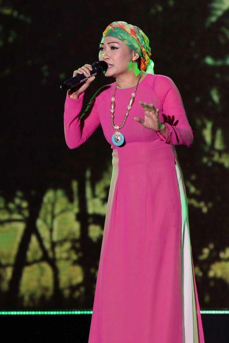 Phuong Thanh doi khan che dau troc tren san khau - Anh 2