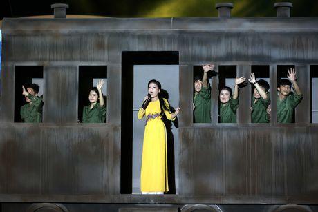 Phuong Thanh doi khan che dau troc tren san khau - Anh 7