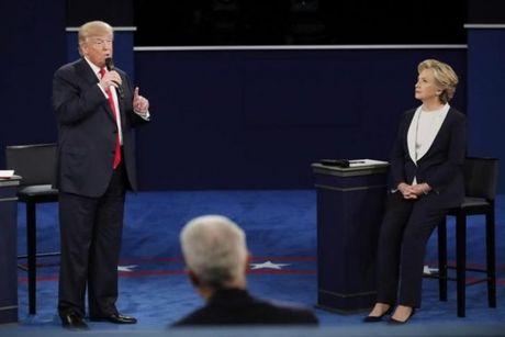 Donald Trump khoi chuyen chong con, doa bo tu ba Clinton - Anh 1