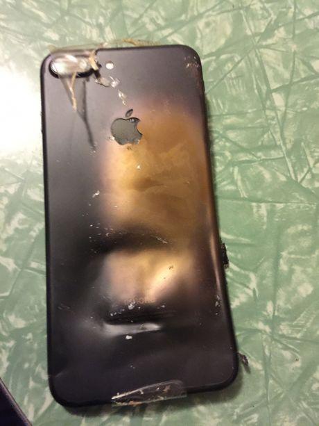 iPhone 6 Plus no khi dang dung sac chinh hang - Anh 3