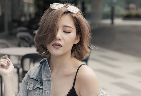 Phong cach duong pho 'bui bam' cua hot girl noi duoc 4 ngoai ngu - Anh 5