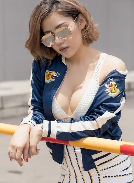 Phong cach duong pho 'bui bam' cua hot girl noi duoc 4 ngoai ngu - Anh 7