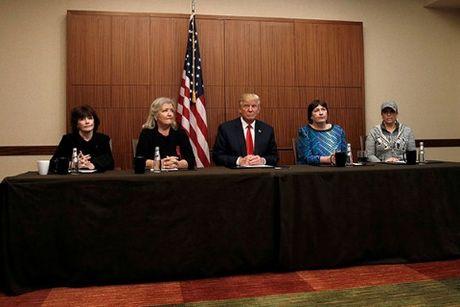 Trump-Clinton 'so gang' lan 2: Chinh phu Nga dang ngam ngam ung ho ong Trump? - Anh 4