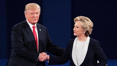 Bay khoanh khac 'kinh dien' trong cuoc doi dau lan 2 giua Trump-Clinton - Anh 6