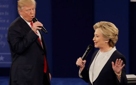 Tranh luan lan 2: Trump lien tiep tung don phu dau Clinton - Anh 1