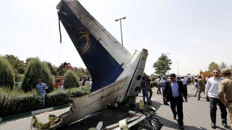May bay quan su Iran roi gan Pakistan, mot phi cong thiet mang - Anh 1