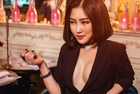Het mot khong noi y, Huong Tram lai khoe dang nuot voi bikini - Anh 6