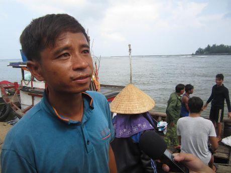 Ngu dan ke giay phut kinh hoang cuu nguoi bi chim tau o Quang Tri - Anh 2